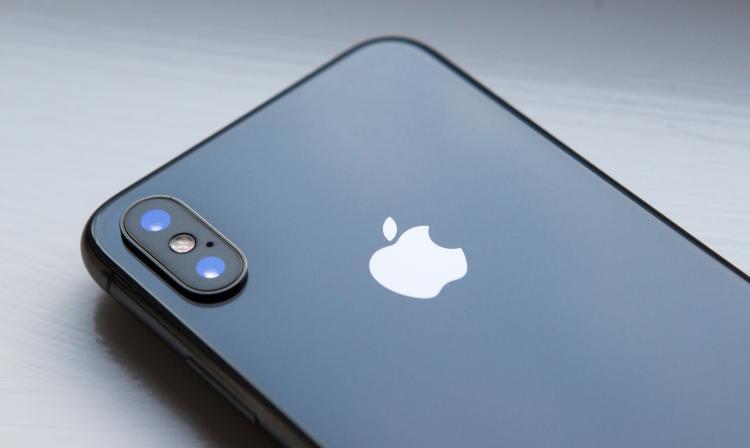 3bbfe278da6 Varios móviles presentados en el MWC 2018 tienen un diseño inspirado en el  último smartphone de Apple; ¿es una tendencia o la industria se quedó sin  ideas?